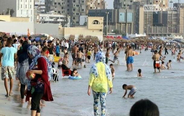 В Триполи ракета упала на пляж, есть погибшие, фото-1