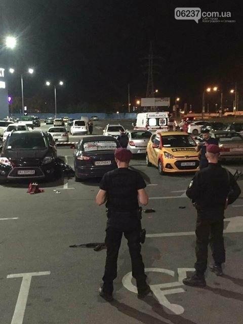 """""""Это заказное убийство"""": в Киеве на парковке возле ТРЦ застрелили человека, фото-1"""