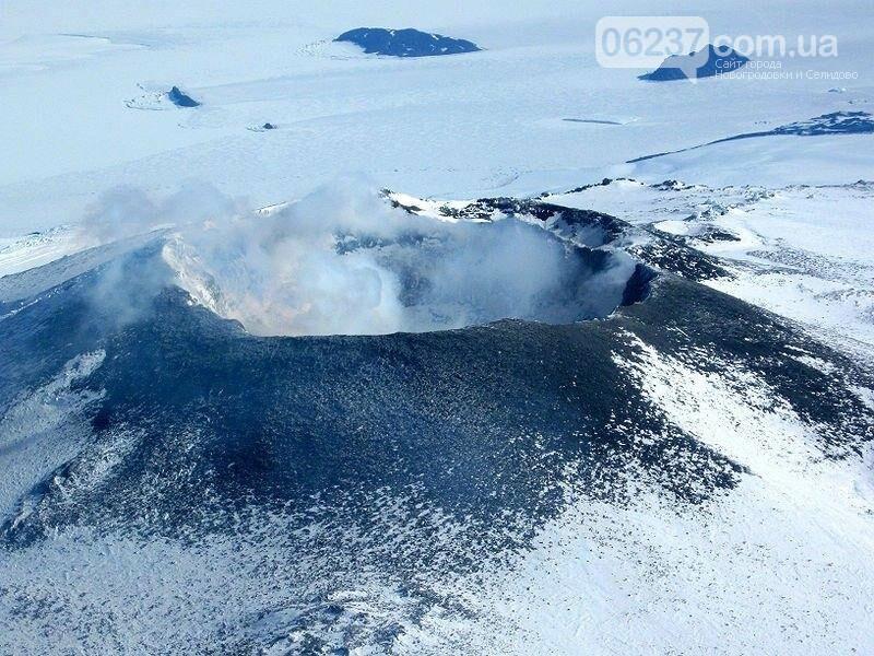 Подо льдами Антарктиды найден 91 вулкан, фото-1