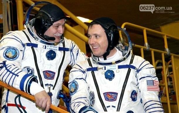 Трое космонавтов вернулись с МКС на Землю, фото-1