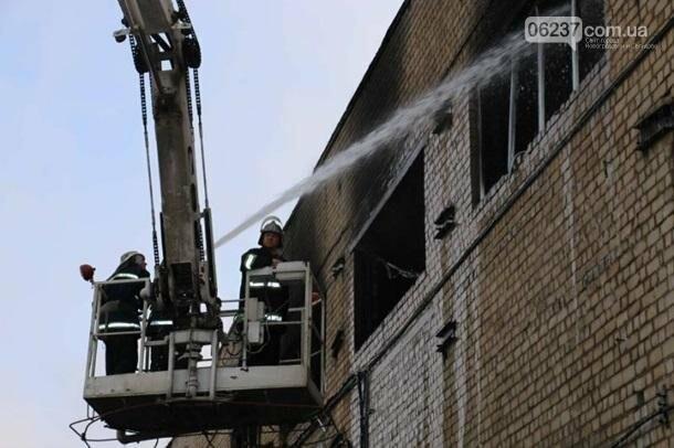 В Харькове горело производственное здание, фото-1