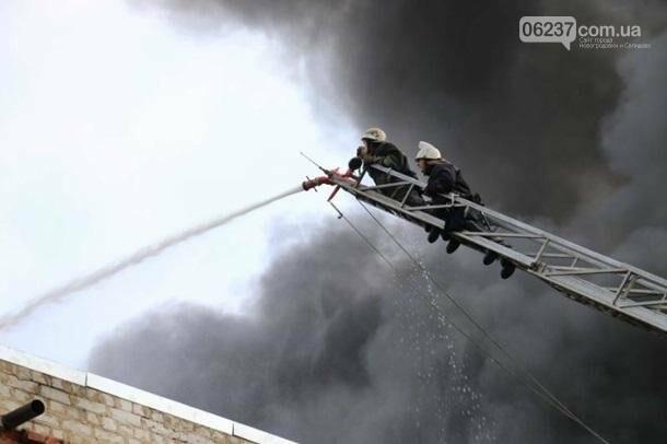 В Харькове горело производственное здание, фото-2