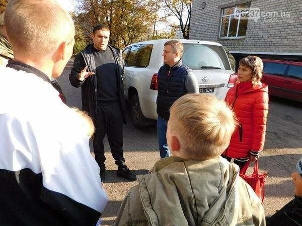 Украинский боксер Александр Усик посетил прифронтовую Марьинку, фото-9