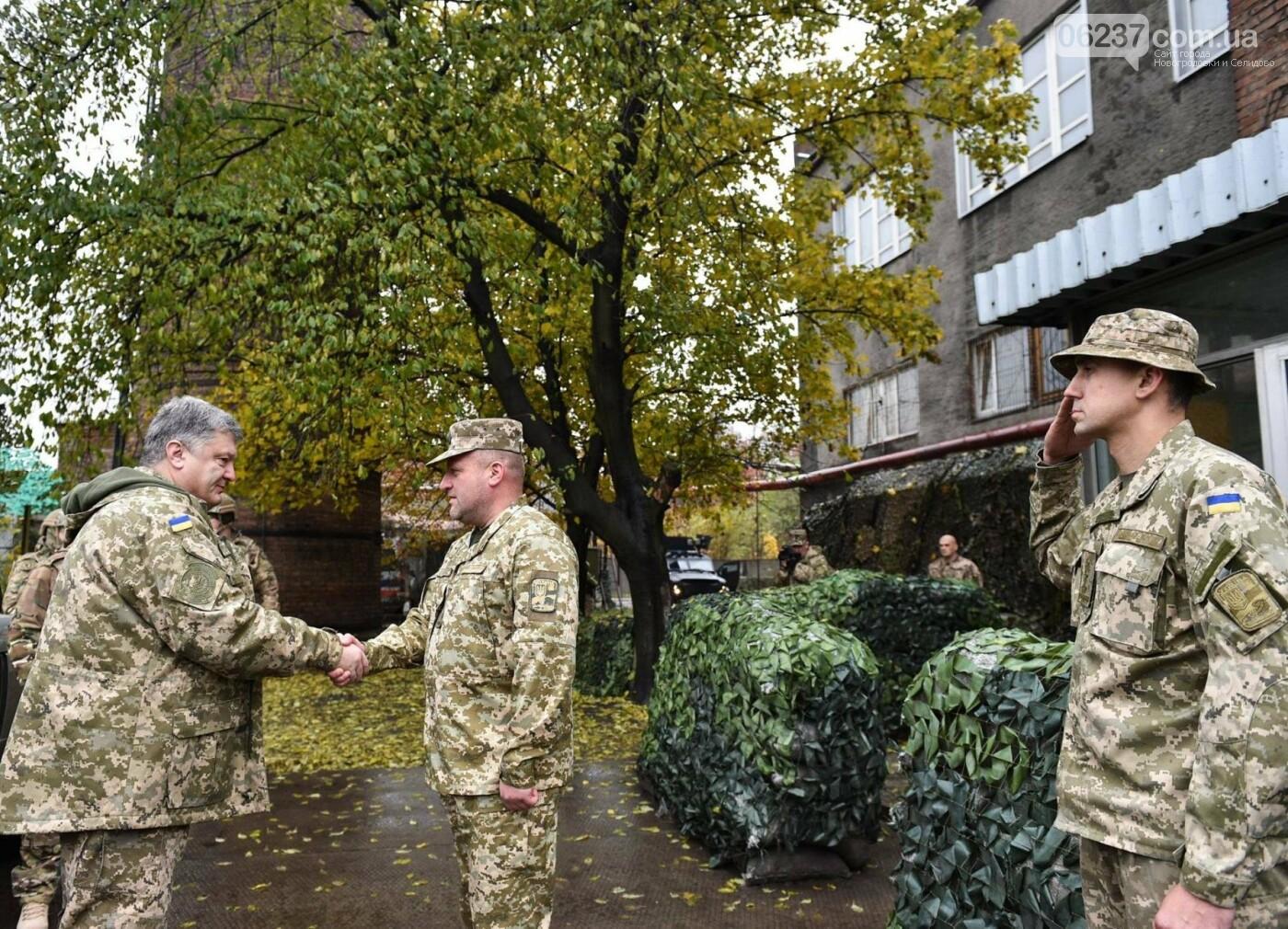 Порошенко заверил жителей Авдеевки, что сделает все для деоккупации украинских территорий, фото-1