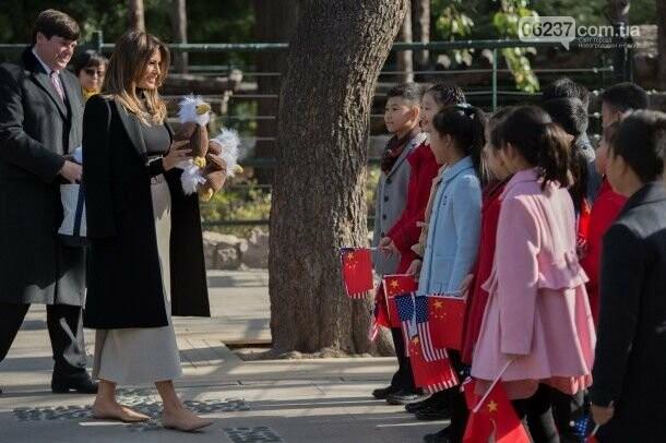 Мелания Трамп в стильном наряде побывала в зоопарке, фото-2