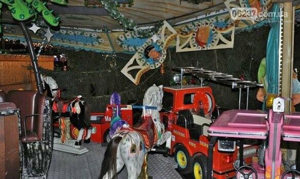На посетителей рождественской ярмарки в Германии рухнула 15-метровая ель, фото-4