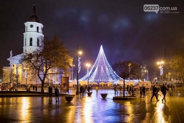 Опубликованы фотографии самой красивой рождественской елки в Европе, фото-7