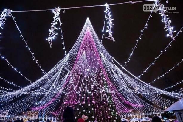 Опубликованы фотографии самой красивой рождественской елки в Европе, фото-8