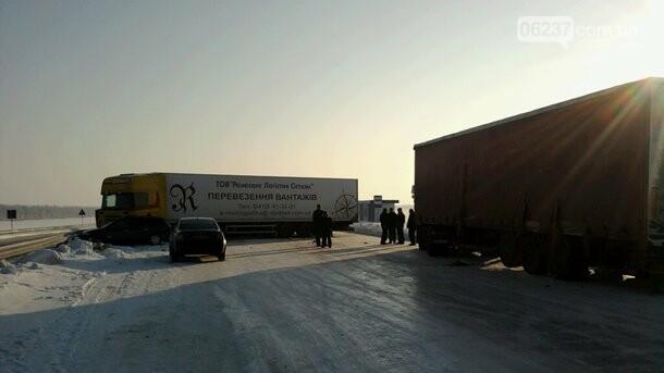 В Киеве из-за метели остановят фуры, фото-1