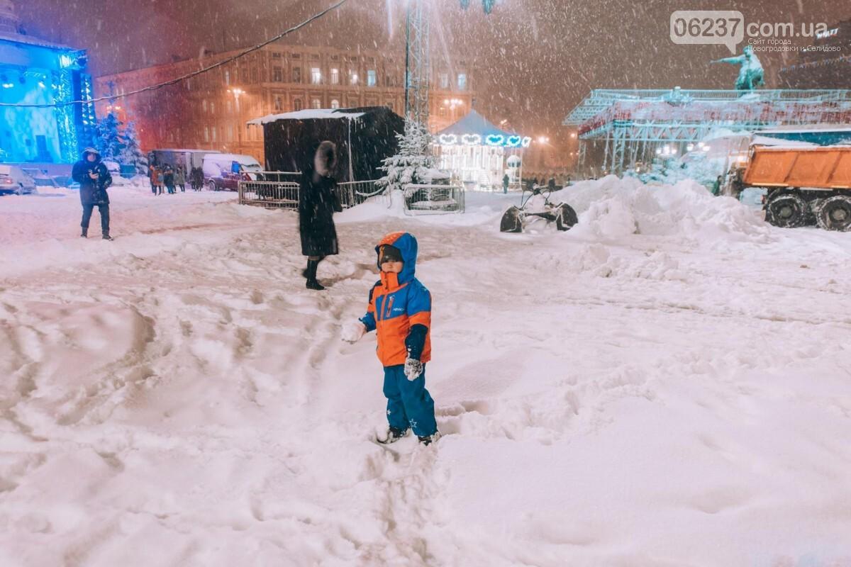 Зимняя сказка: появились первые фото заснеженного рождественского городка в Киеве, фото-3