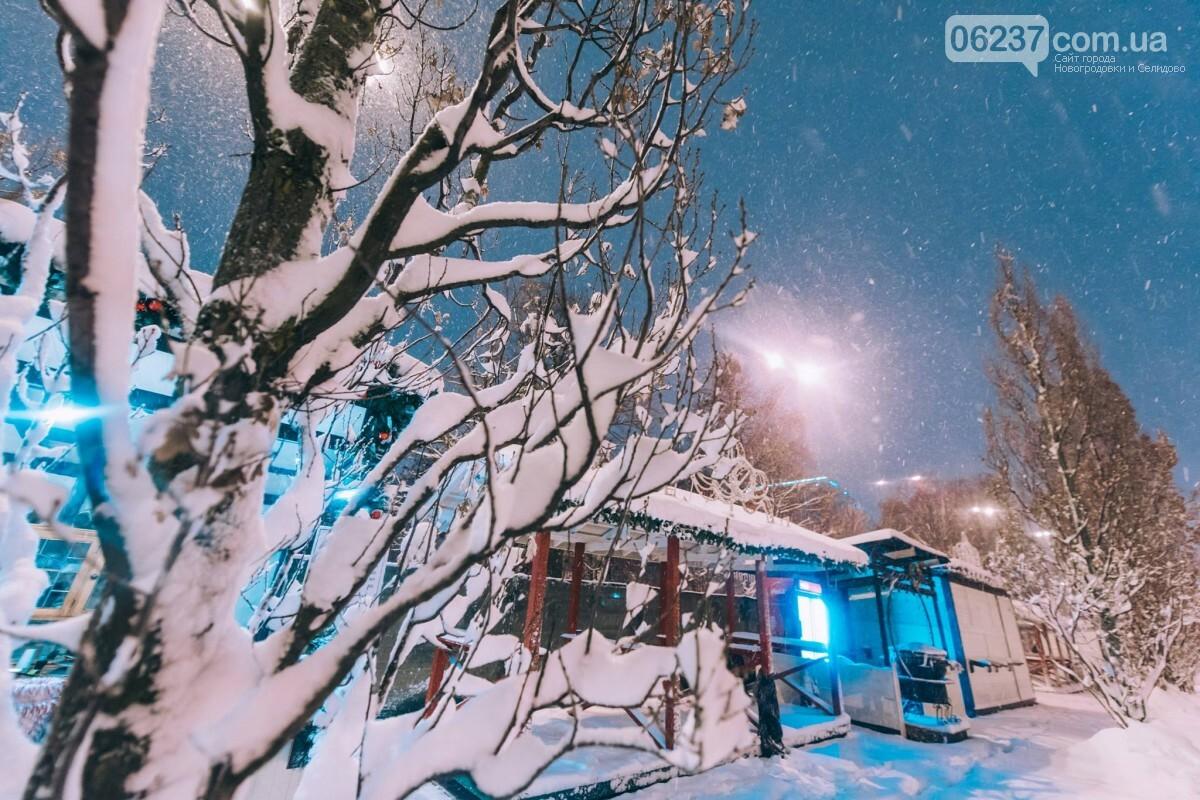 Зимняя сказка: появились первые фото заснеженного рождественского городка в Киеве, фото-6
