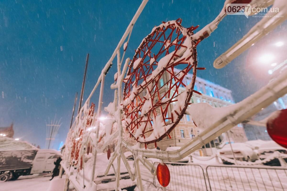 Зимняя сказка: появились первые фото заснеженного рождественского городка в Киеве, фото-1