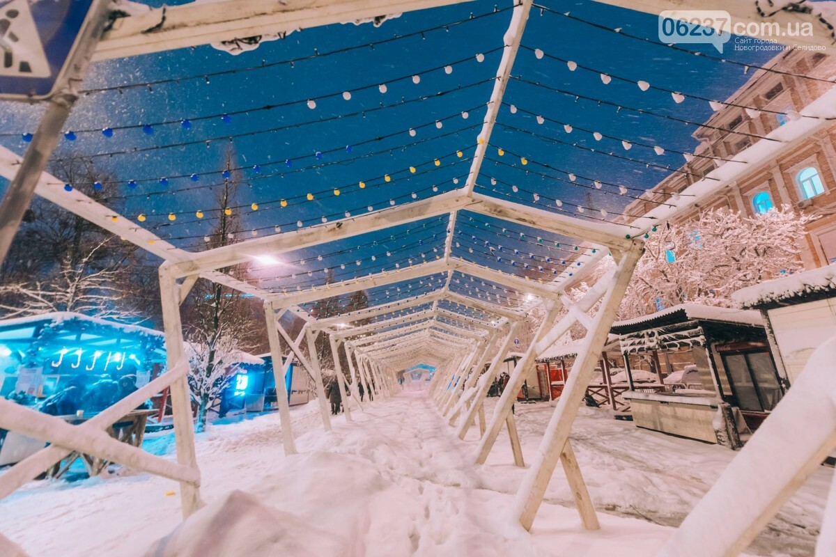 Зимняя сказка: появились первые фото заснеженного рождественского городка в Киеве, фото-2