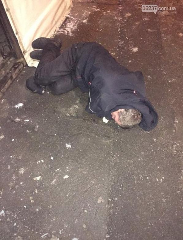 """В Киеве пьяные родители """"ползком"""" выгуливали трехлетнего ребенка, фото-3"""