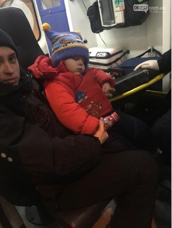 """В Киеве пьяные родители """"ползком"""" выгуливали трехлетнего ребенка, фото-2"""