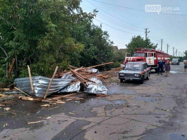 Из-за непогоды в 7 областях Украины обесточены 238 населенных пунктов, фото-1