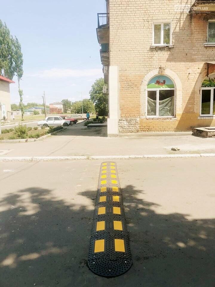 Розпочата робота з встановлення  дорожній знаків та засобів примусового скорочення швидкості «лежачій поліцейський» у місті Новогродівка, фото-1