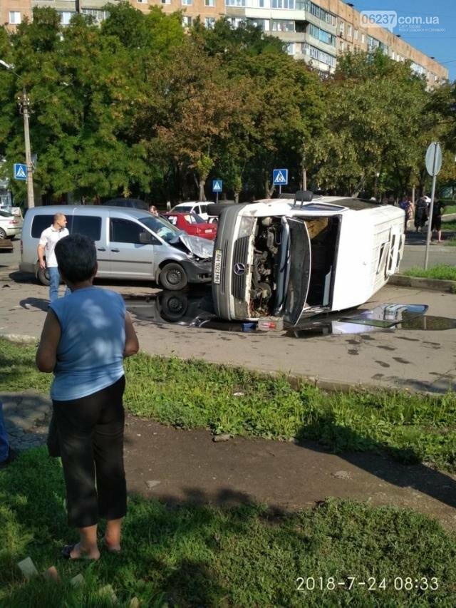 В оккупированном Донецке перевернулся микроавтобус с детьми, фото-3
