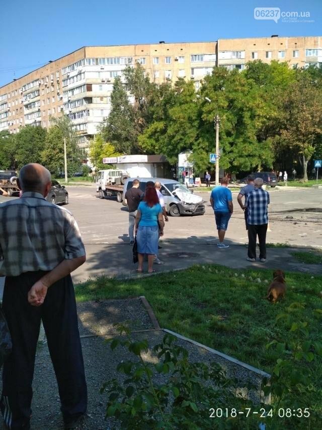 В оккупированном Донецке перевернулся микроавтобус с детьми, фото-2