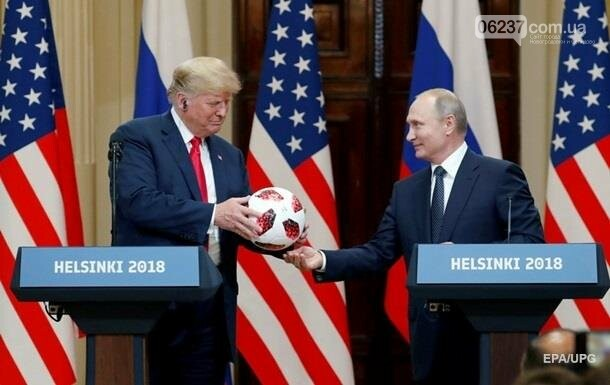 В подаренном Путиным Трампу мяче нашли чип, фото-1