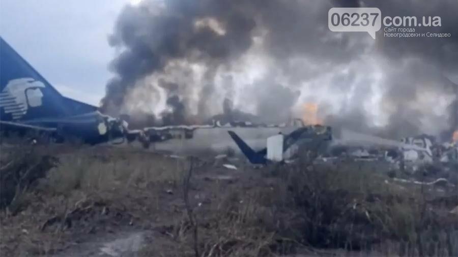 В Мексике разбился пассажирский самолет с более 100 человек на борту, фото-1