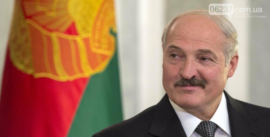 """Лукашенко показался перед камерами и пошутил: """"Иногда меня щупают"""", фото-1"""