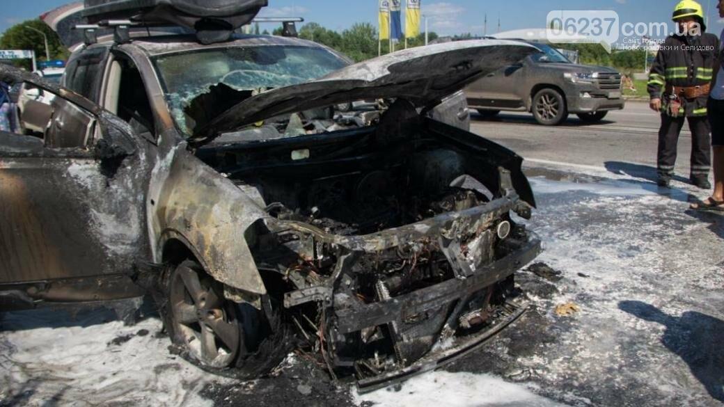 В Днепре загорелся автомобиль с детьми: появились жуткие фото, фото-1