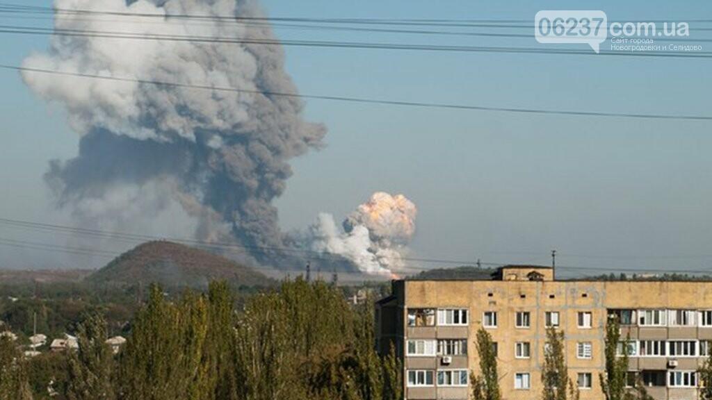 """В Донецке прогремел взрыв: на """"Точмаше"""" столб черного дыма, фото-1"""