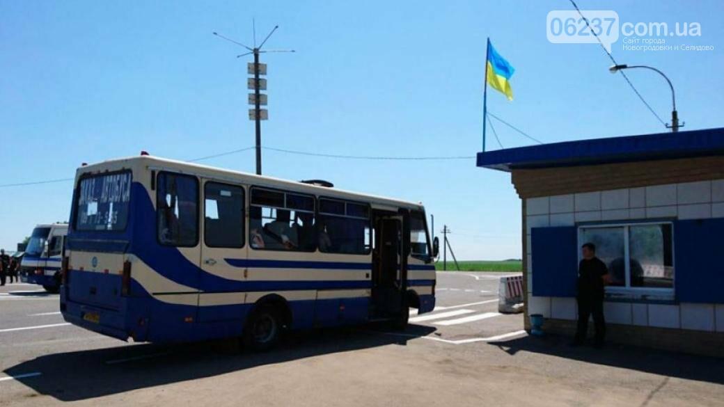 Пересечение КПВВ: Почему не пропускают микроавтобусы и грузовой транспорт?, фото-1