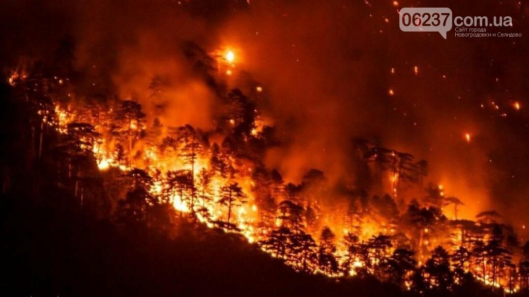 Ялта задыхается от мощного пожара на фоне танцев в кокошниках, фото-1
