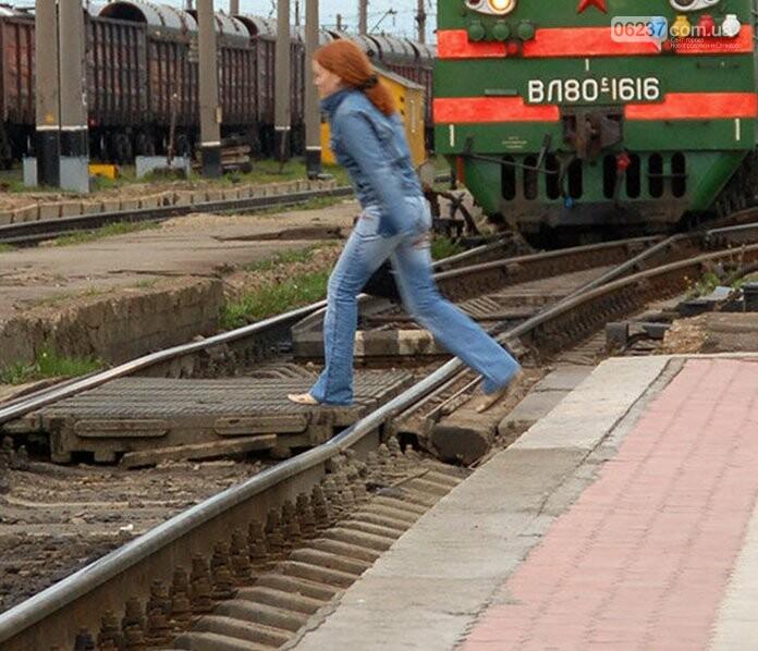 В Киеве под колесами локомотива погибла девушка, фото-1