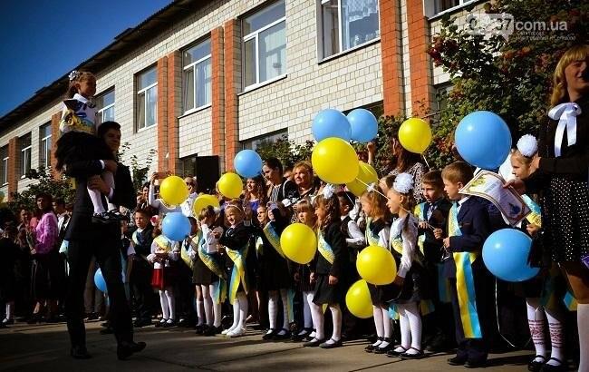 Когда в украинских школах будет первый звонок: дата, фото-1
