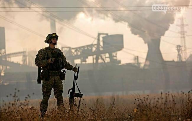 На Донбассе за сутки ранены двое украинских военных, фото-1