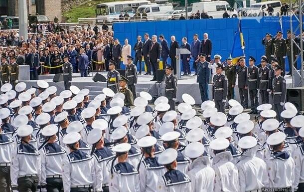 Советник Трампа пойдет с Порошенко на парад, фото-1