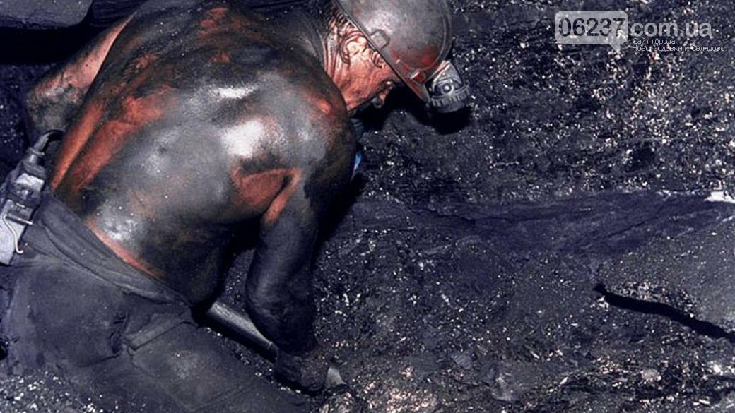 «Встали с колен». Горнякам ОРДО ко Дню шахтера выдали по 300 рублей, фото-1