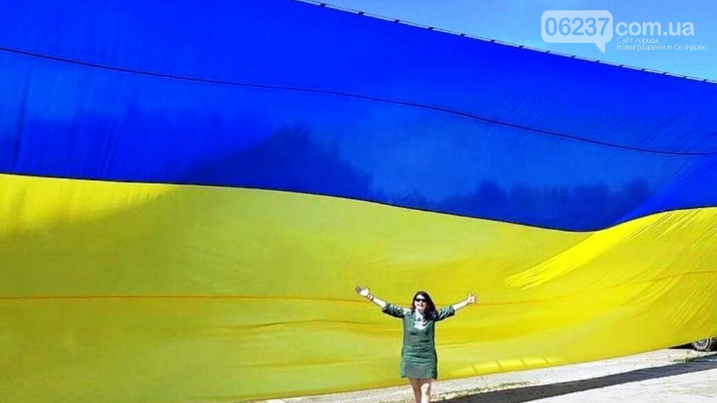 На Донбассе изготовили самый большой флаг Украины в зоне ООС, фото-1