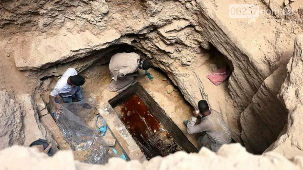 Исследователи рассказали, кто был найден в черном саркофаге в Египте, фото-1