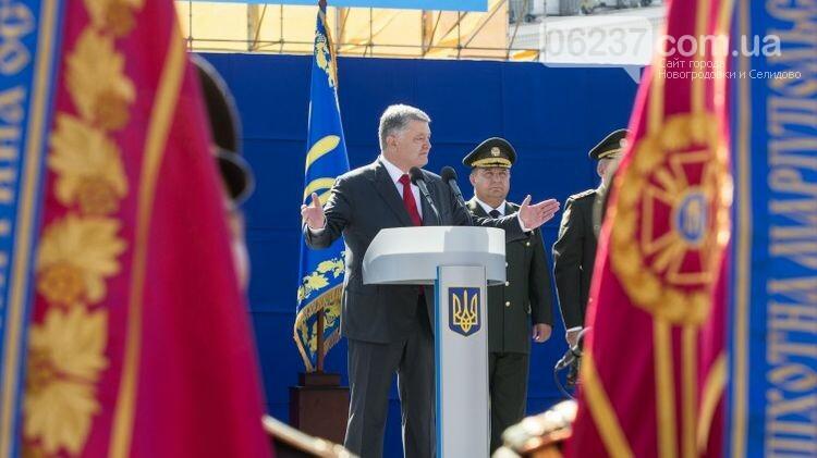 Томос, НАТО и в три раза больше войны. Что поменялось в речи Порошенко на День независимости-2018, фото-1