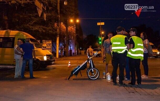 В Днепре маршрутка сбила семью на переходе, фото-1