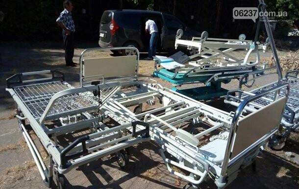 На Донбассе прифронтовая больница получила гумпомощь от Франции, фото-1