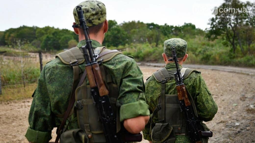 Вот такая «дружба народов». Российские пограничники возводят забор посреди села, фото-1