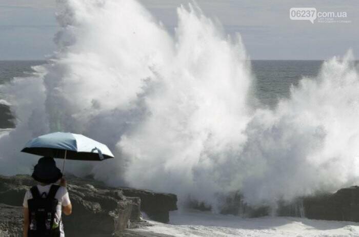 Мощнейший за четверть века тайфун обрушился на Японию, фото-1