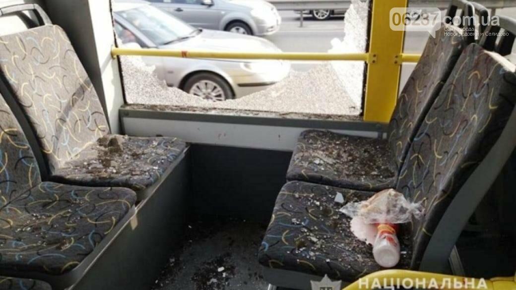 В киевском троллейбусе мужчина открыл стрельбу: появились фото, фото-1