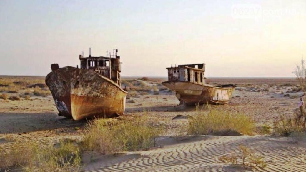 В пустыне Казахстана обнаружены два огромных корабля, фото-1
