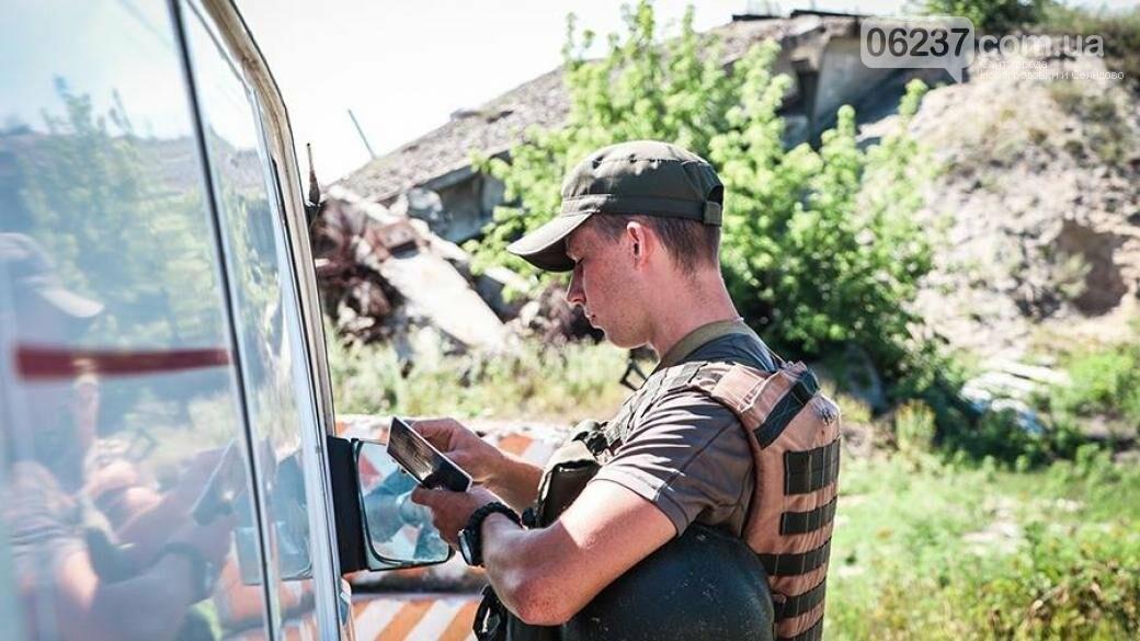 Под Мариуполем задержали украинцев с опасным грузом, фото-1