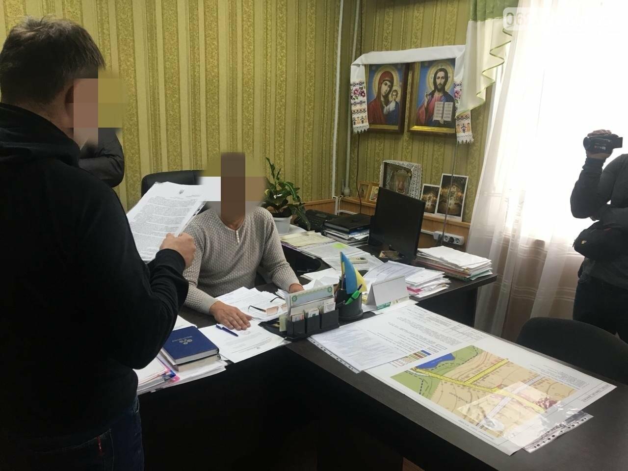 """В Донецькій області на хабарі """"погорів"""" голова однієї з ОТГ, фото-1"""