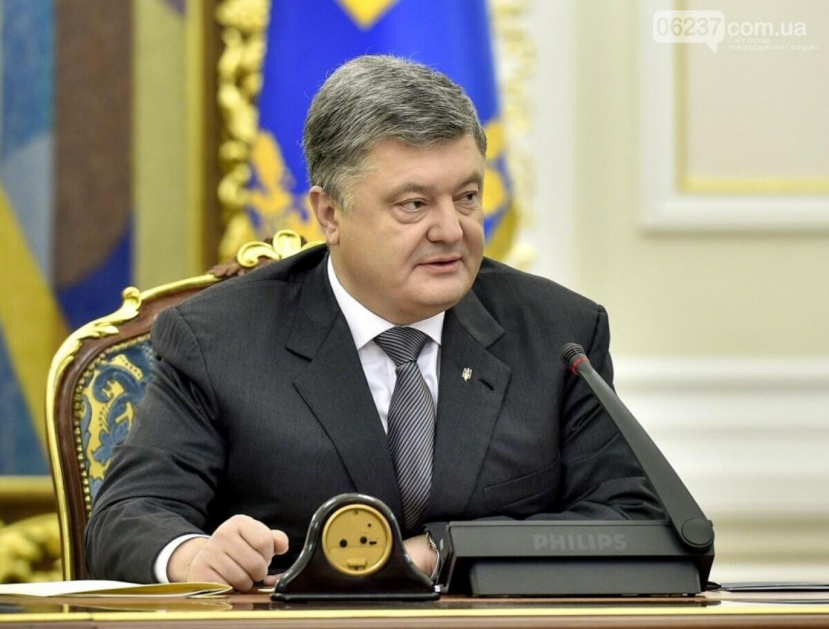Порошенко подписал закон равных правах мужчин и женщин в армии, фото-1