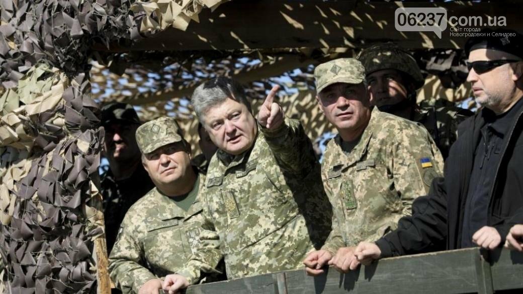 Порошенко посетил передовую ВСУ и вручил награды военным, фото-1