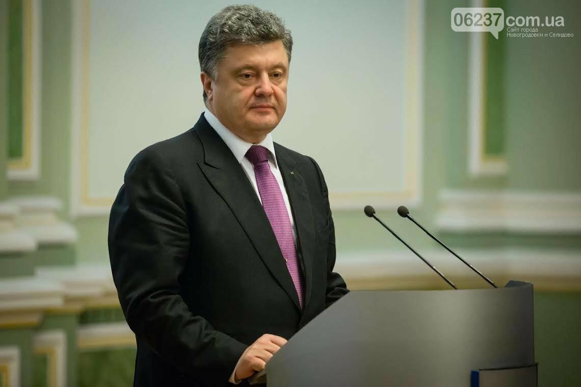 На Покров Порошенко отметил военнослужащих наградами, фото-1