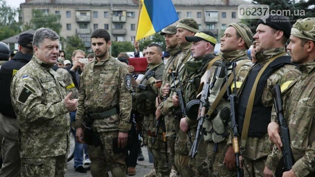 Украинским военным предоставят общежитие или компенсируют деньги за аренду — Порошенко, фото-1